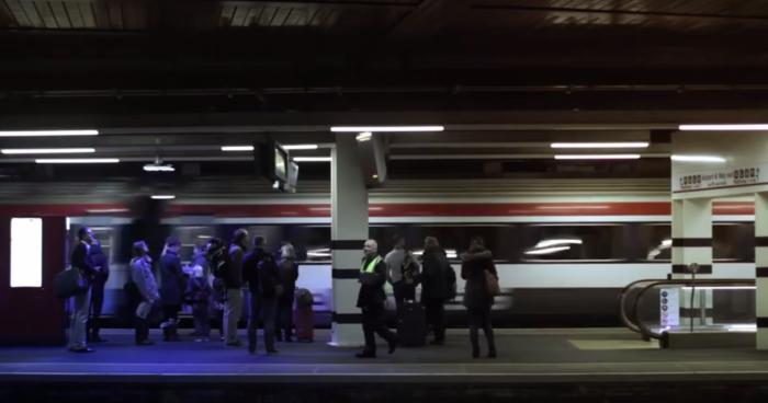 leds-azules-en-el-metro-uk
